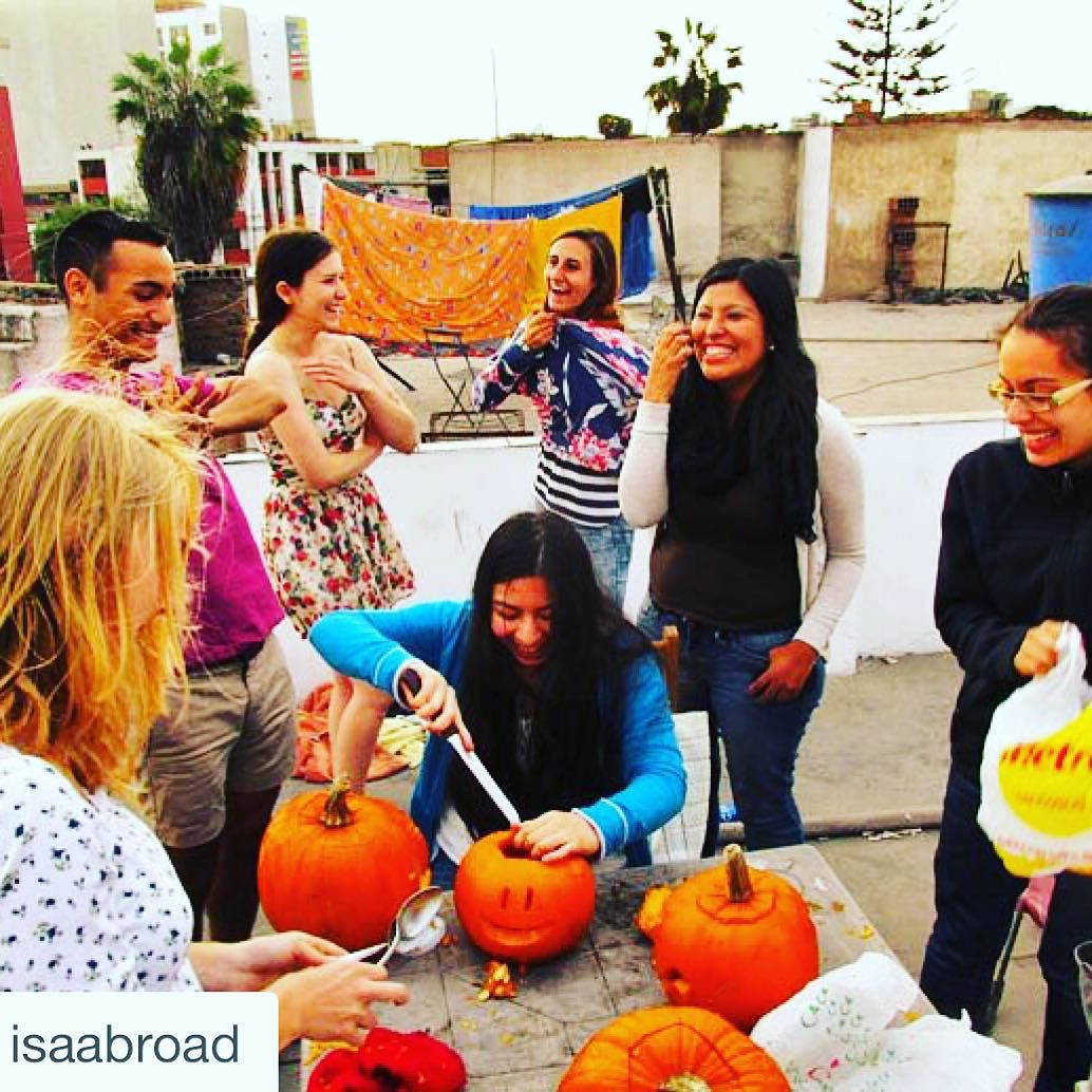 #Repost @isaabroad with @repostapp.  It's that time of year! Get the friends together and carve some pumpkins. This  by @kelly__bast was taken last fall while she was studying in Lima.  #isaabroad #discoverlima #lima #peru #isalatinamerica #halloween #pumpkincarving #friends #studyabroad #jackolantern #traveltuesday by michelle_in_peru