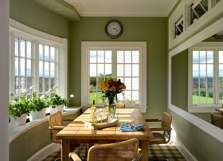 gr n als wandfarbe ideen olivgruen wintergarten essbereich holz esstisch wandspiegel optische. Black Bedroom Furniture Sets. Home Design Ideas