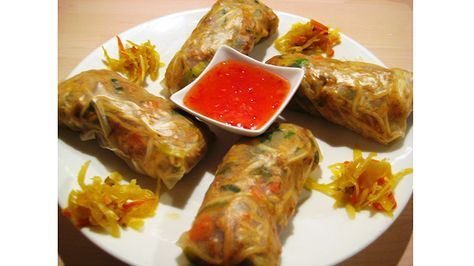 Photo of You can easily make healthy spring rolls yourself using wicker …