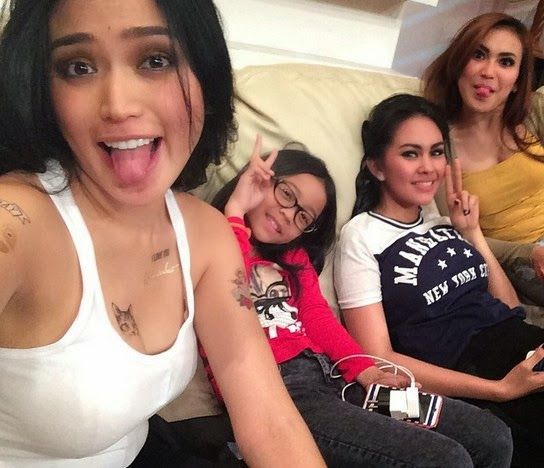 Youtube Most Wanted Kumpulan Foto Tatto Nakal Jessica Iskandar Di