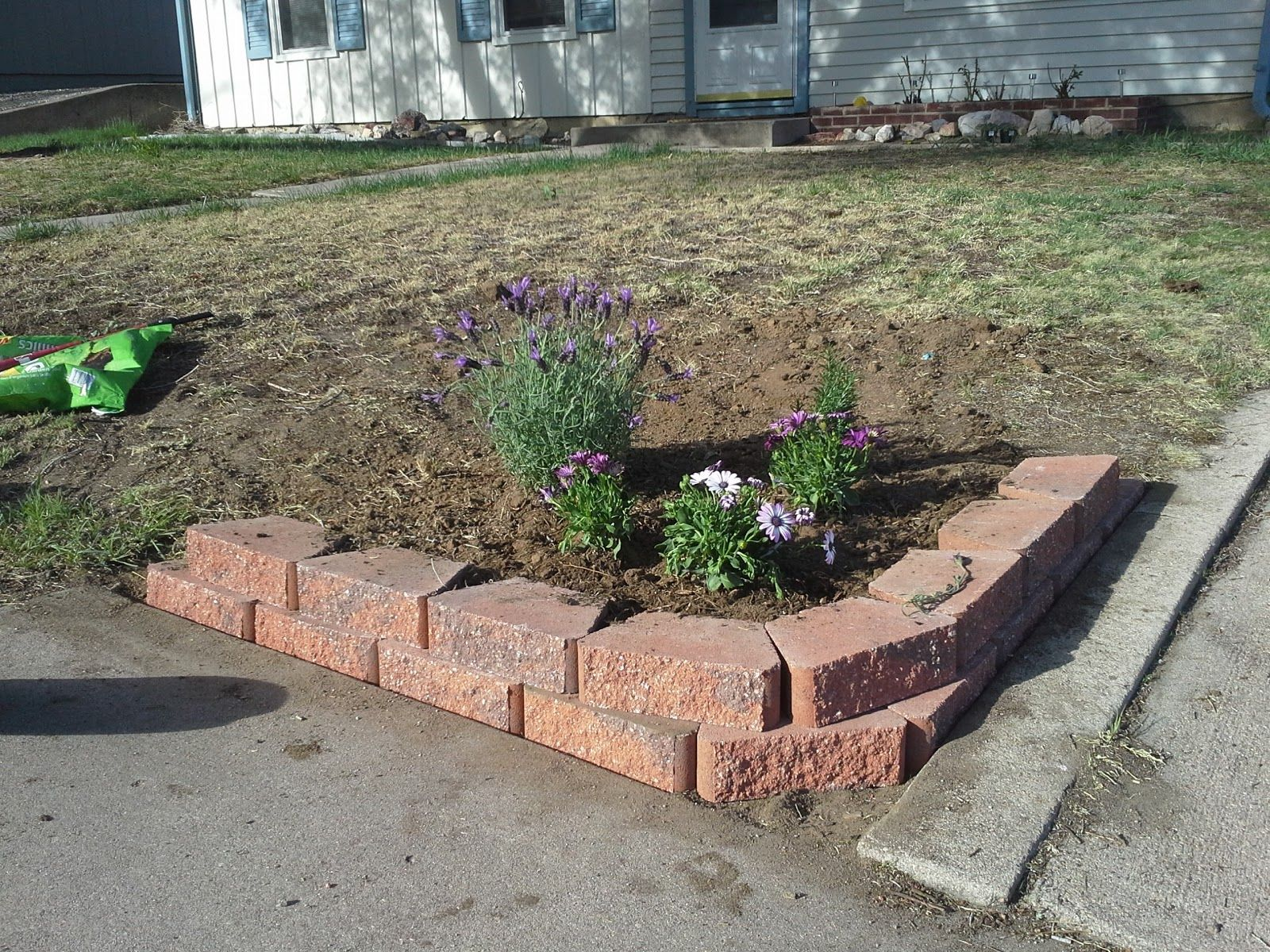 corner flower bed retaining wall | Casa de Colorado ...