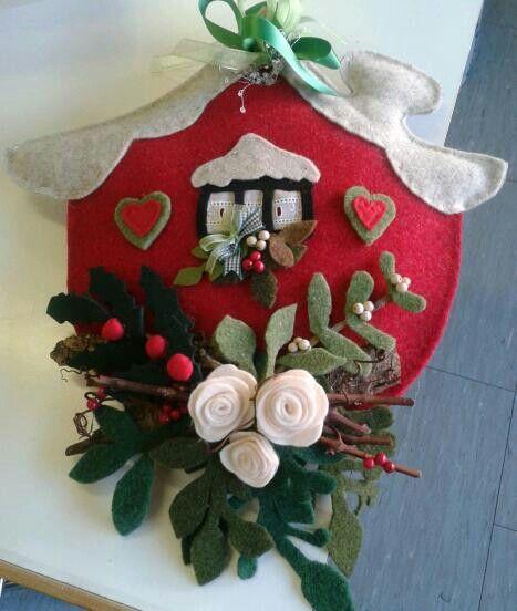 Casetta natale feltro decorazioni natalizie per la casa for Ornamenti casa