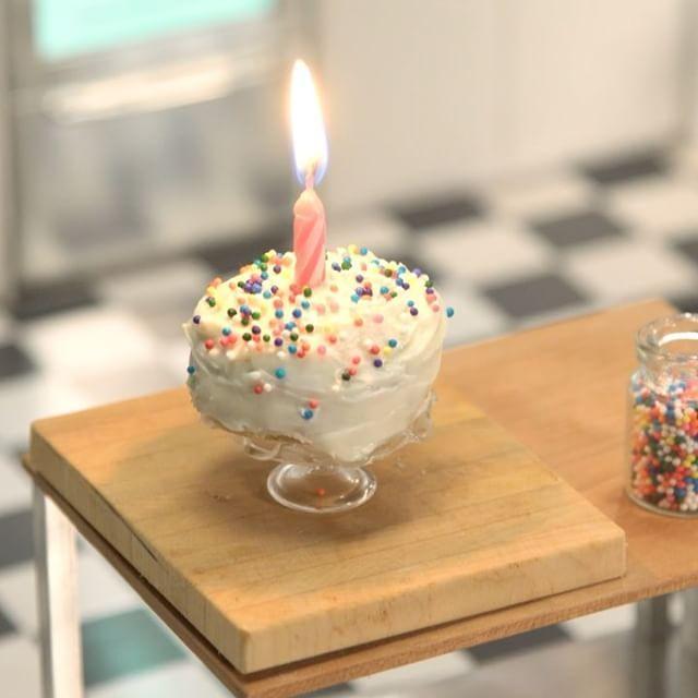 Tiny Kitchen Tuesdays Tastemade: Tiny Birthday Cake #tinykitchen #birthdaycake #tastemade
