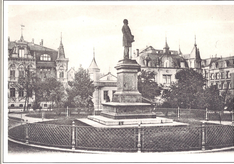 Denkmal Vor Dem Polizeiprasidium Kaiserslautern Denkmal Lautern