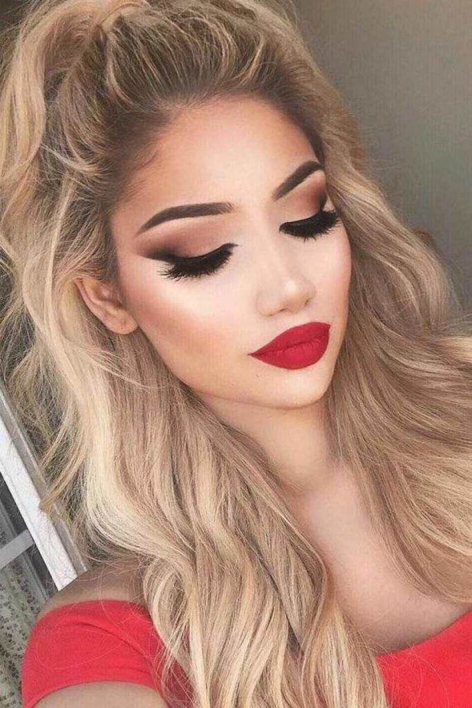 Photo of Smokey eyes with red lips that is sensitive and seductive #lips #red …