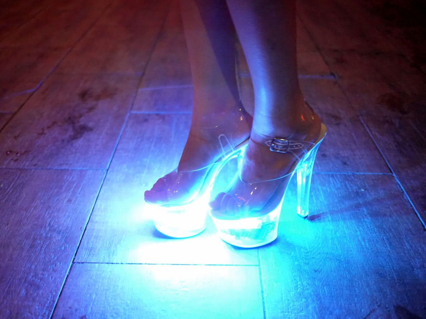 Clear Platform Heels With Leds Bluetooth Wearablewednesday Led Shoes Crazy Shoes Fashion Shoes