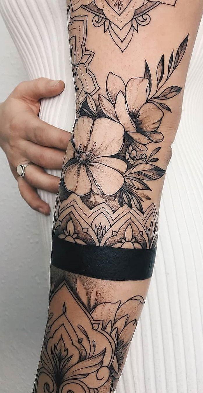Tatuagens delicadas no braço Tatuagem feminina
