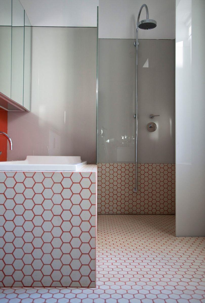 zeshoekige witte mozaïek tegels met rode voegen - badkamer, Badkamer