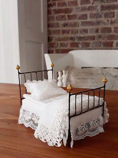 Shabby Dollhouse: Bettenparade ..... #dollhousefurniture