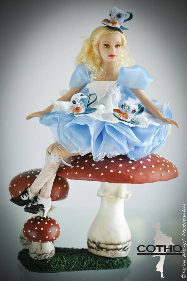 """Tonner's Tiny Kitty Collier as """"Alice"""" by Corinne Thorner Foessel via Facebook"""