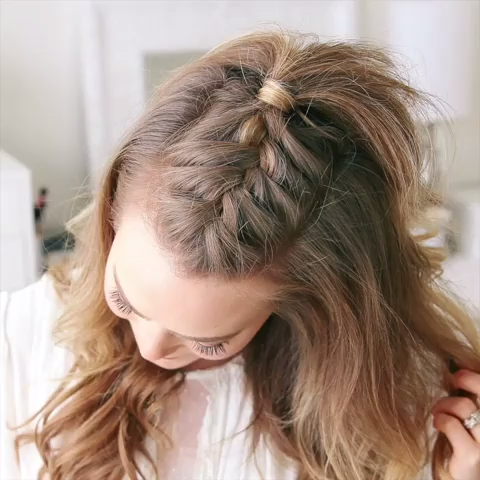 """Melissa Cook ( Missy ) on Instagram: """"French Mohawk Braid 🎥 Tag a friend 👭 that would love this style! Full hair tutorial link in my bio! 👉🏼 @missysueblog 💕 #missysueblog"""""""