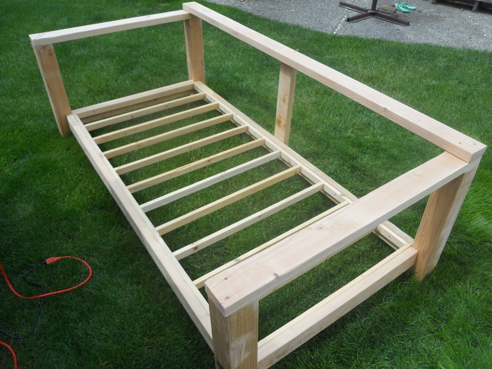 Build an outdoor daybed gardening pinterest day bed for Diy patio bed