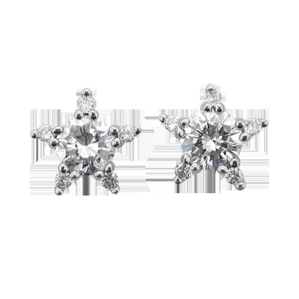 Stud Earrings for a special day #Earrings #DiamondEarrings #DiamondDelight #DateNight #Dates #Studs #DiamondStuds