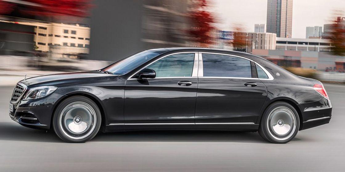 Deux ans après la fin de production des véhicules Maybach, Mercedes ressuscite l'appellation pour lancer une nouvelle finition ultra-prestigieuse qui chapeaute sa gamme S. Héritant d'un châssis rallongé de 20 cm cette super-berline est la plus luxueuse jamais commercialisée par Mercedes.