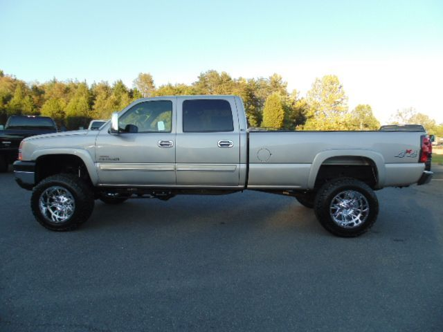 lifted 2004 chevrolet silverado 2500 ls. Black Bedroom Furniture Sets. Home Design Ideas
