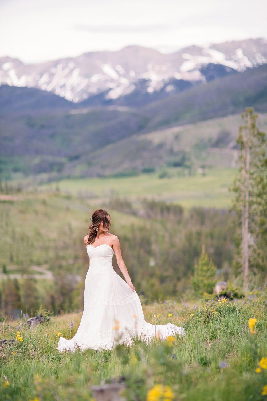 A Sweet & Intimate Rocky Mountain Wedding from @loringphoto via @luxemtweddings