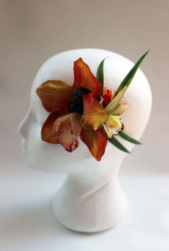 Accessoire floral pour coiffure pin-up Tiki par OceanfrontBoutique
