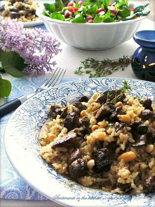 Ориз с пилешки дробчета, тъмни стафиди и кедрови ядки