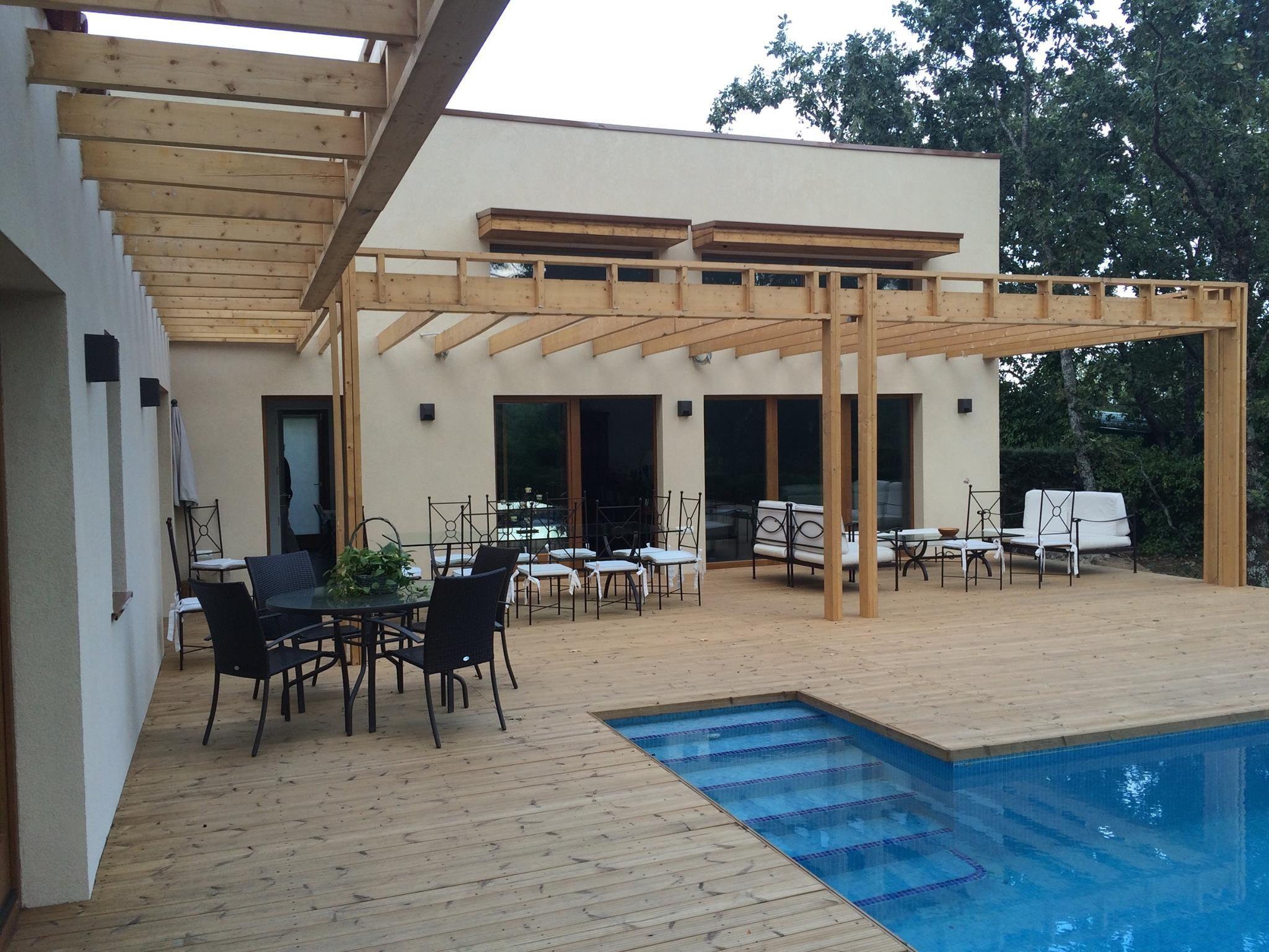 casa moderna con estructura de madera de pino nórdico Kuusamo, en el ...