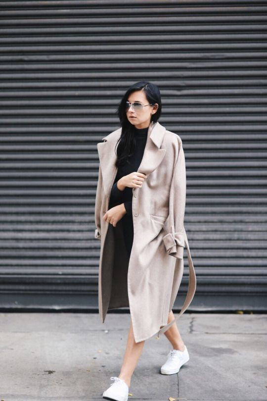 TRENCH + SNEAKERS