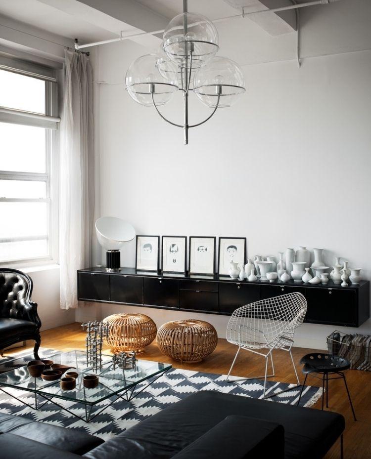 schöne schwarz-weiße Dekoration im Wohnzimmer im skandinavischen ...