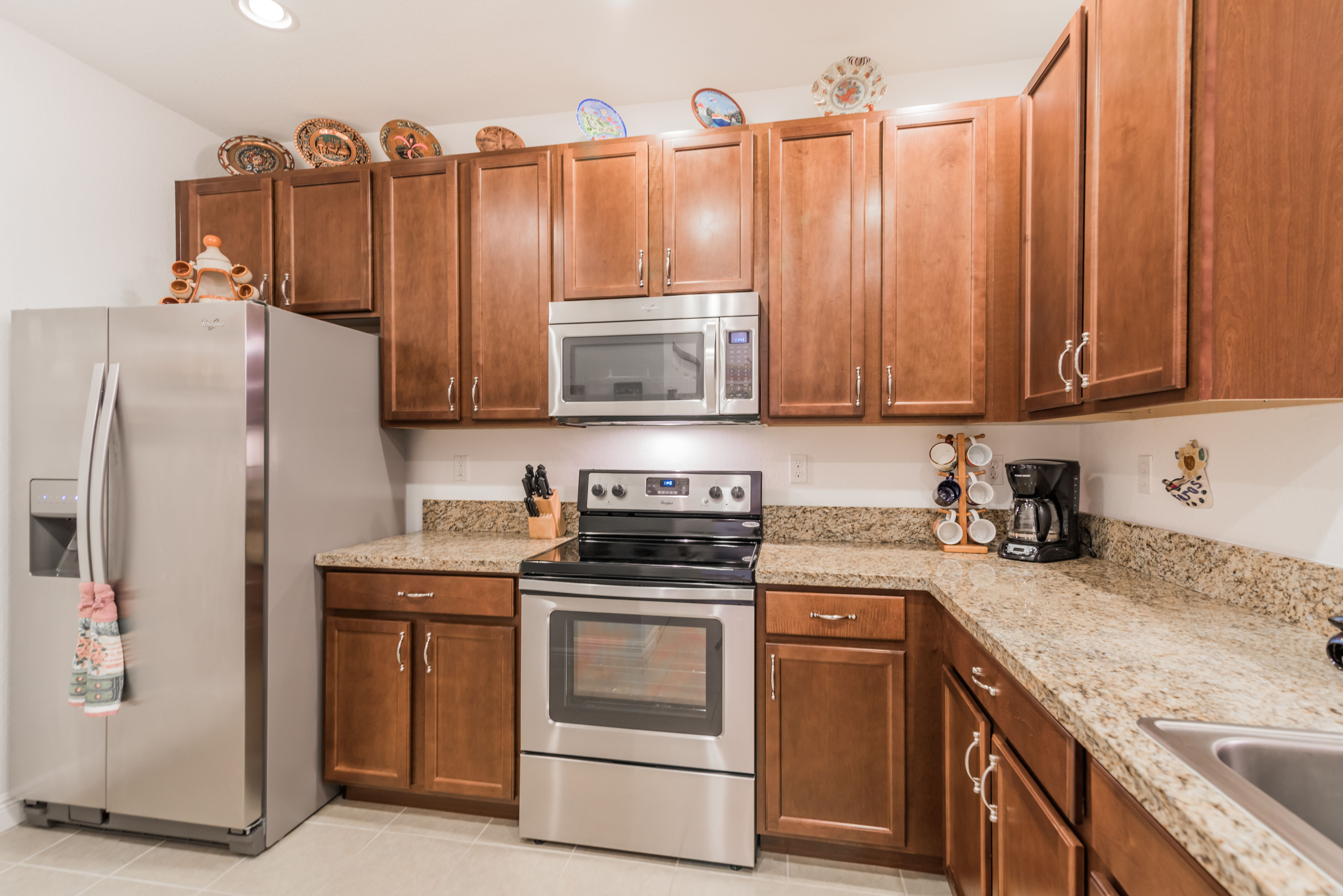 14671 Sw 9 Street Pembroke Pines Fl Oscar Rodriguez With Ewm Realty International 305 342 5257 Asking 265 000 Fe With Images Small Kitchen Kitchen Recessed Lighting