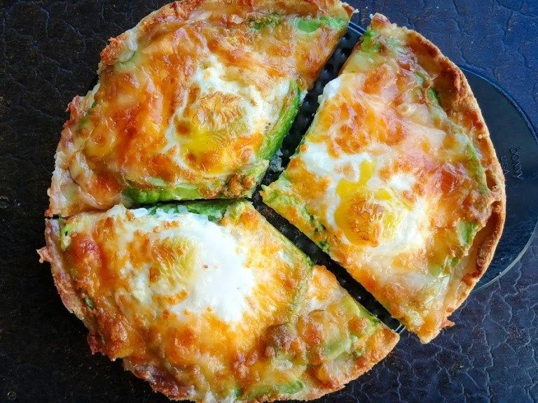 Avocado and Egg Pizza Toast Recipe Egg pizza, Air