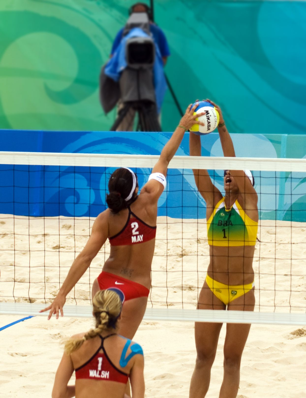 Google Image Result For Http Upload Wikimedia Org Wikipedia Commons C Ce Beach Volley At The Beijing Olympics Usa V Brazil Jpg Deportes