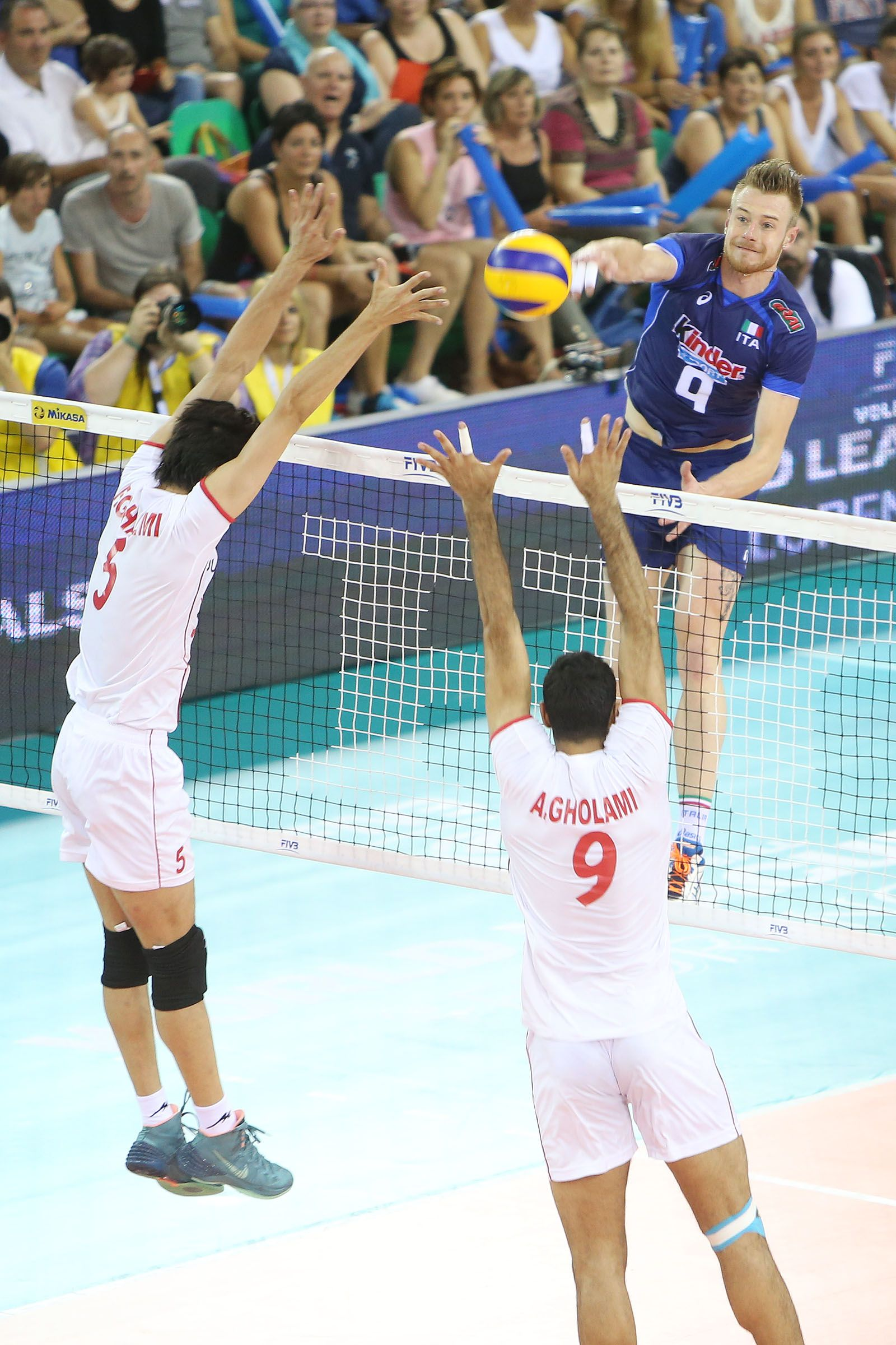 Ivan Zaytsev Right Of Italy Spikes Against Ghaemi And Gholami Iri Volleyball Wallpaper Volleyball Volley