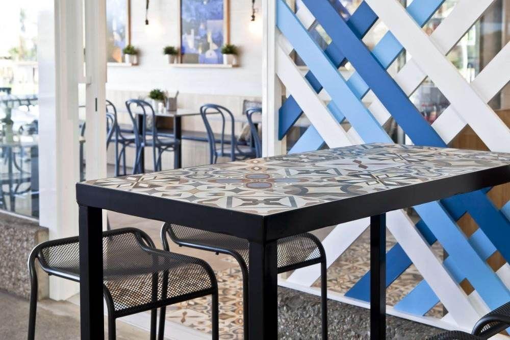 Fliesentisch Modern Selber Bauen Einfache Anleitung Und Nutzliche Tipps Holztisch Fliesen Fliesen Tische Gartentisch Holz