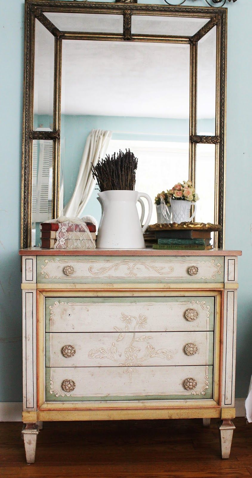 By Trios Pees Filles A Pretty Little Desk That Finds Its Way Home Http