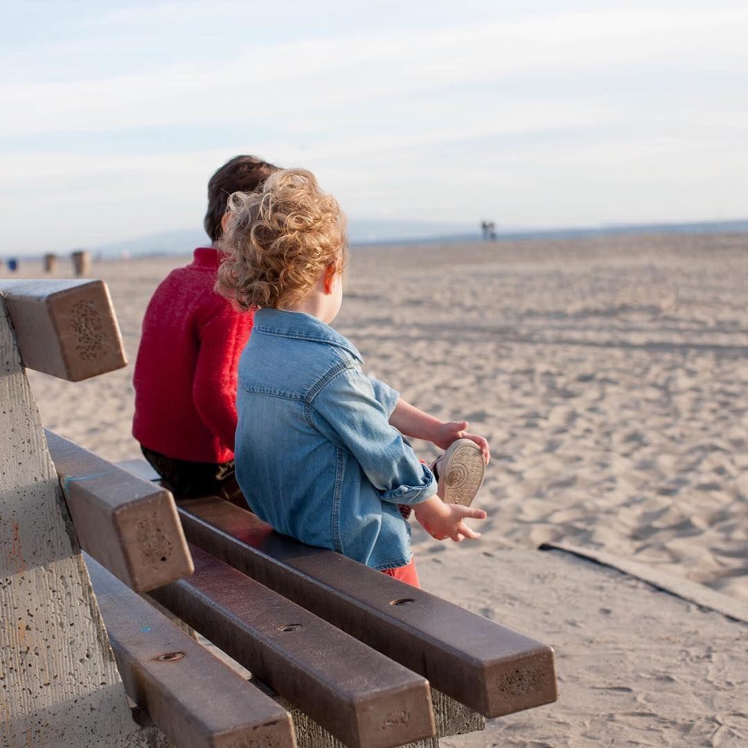 اليوم الأخير من العطلة المدرسة يوم يفصلنا عن العودة إلى المدرسة لحظة تثير الكثير من العواطف المختلفة للأم بعد مدة الات Outdoor School Holidays Outdoor Decor