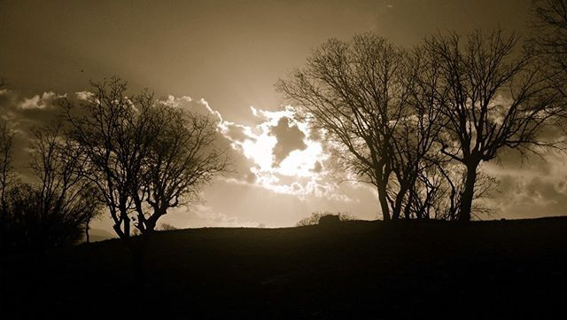 regram @omidm27 ==== The right is behind the clouds in this unworthy and dusty world ...! حق پشت ابرهاست در این دنیای بی ارزش و تیره و تار...! ==== #lumia720 ==== این تصویر را نقد کنید و از  تا  یک امتیاز بدهید. by winphoneir