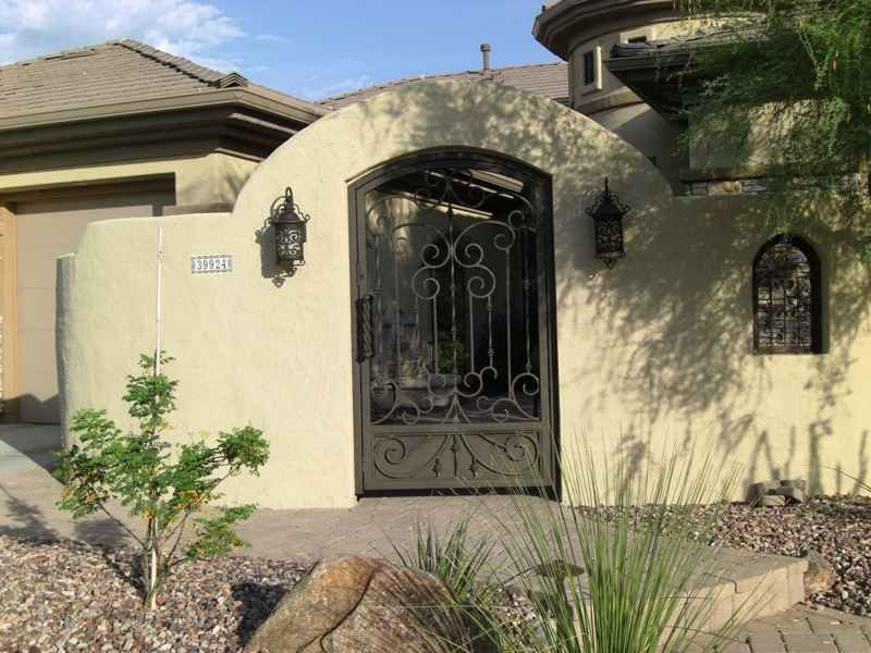 Great Courtyard And Gate Front Courtyard Courtyard Design Desert Landscaping