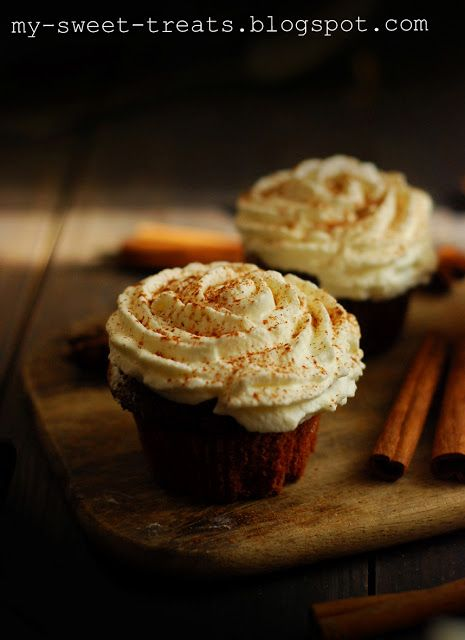Cinnamon cupcakes with maple syrup icing