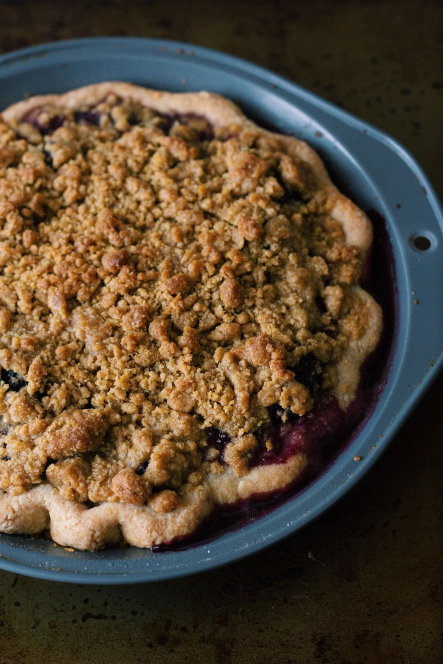 Blackberry blueberry cornmeal crumble pie pie crumble