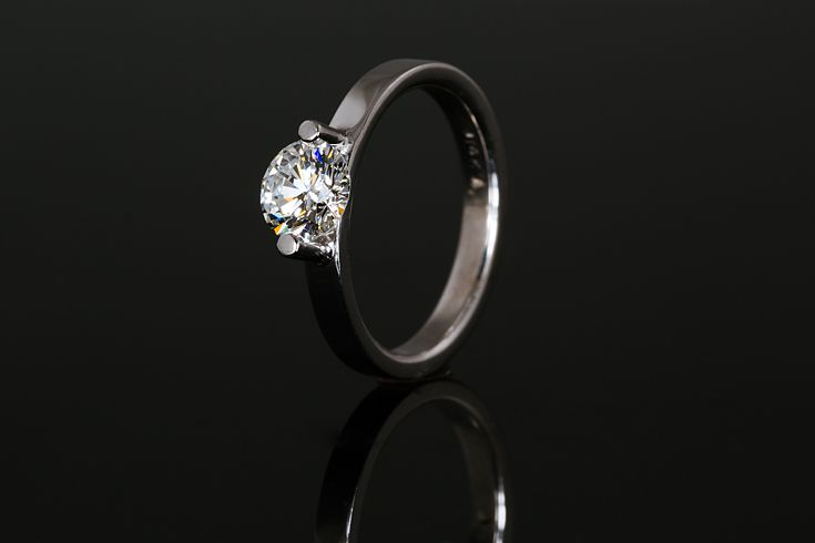 Modern Simple Elegant Diamond Engagement Ring