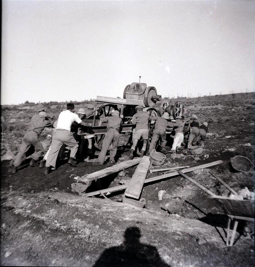 צילומים מיום העליה על הקרקע 1938