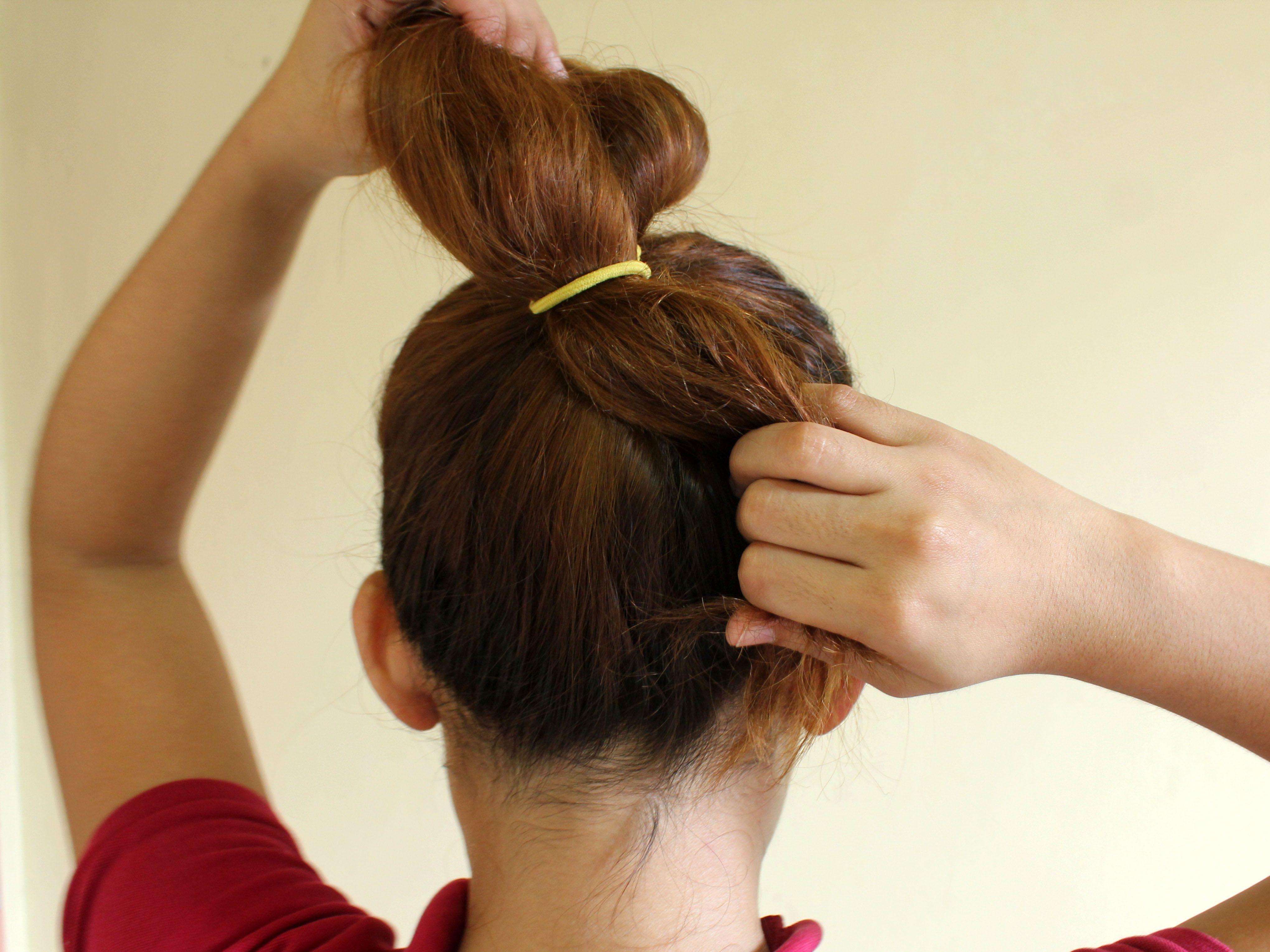 How To Make A Messy Bun Gifs Messy Bun Hairstyles Hair Hacks Bun Hairstyles