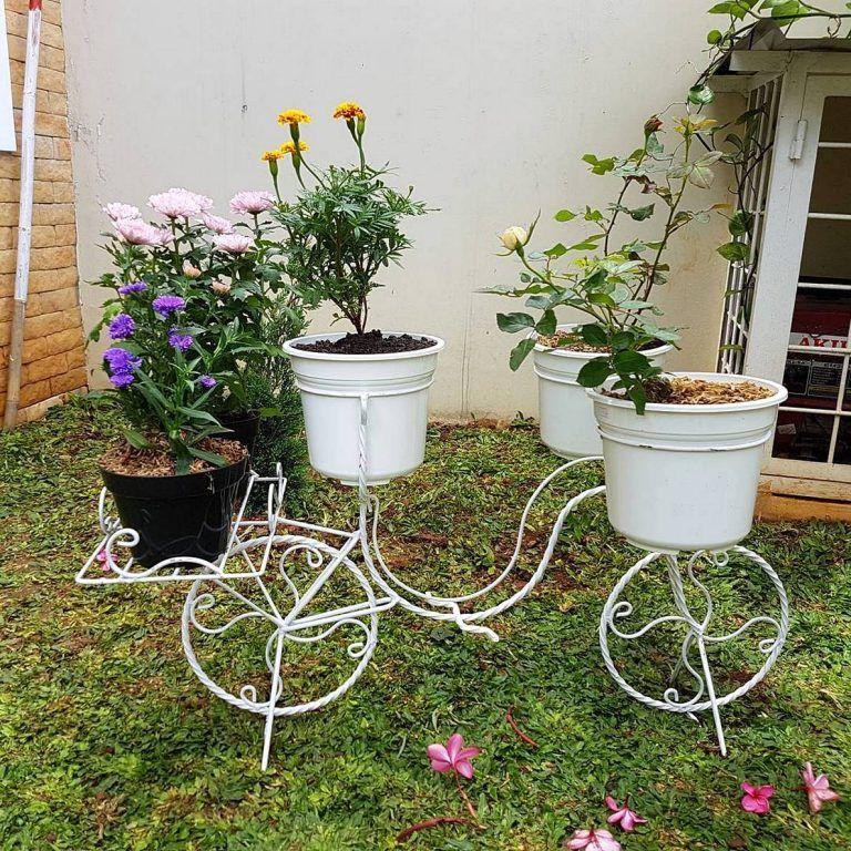 Taman Depan Rumah Dengan Pot Bunga Yang Keren Pot Bunga Menanam Ide Berkebun
