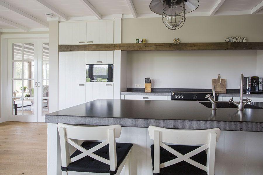 Keuken in albergen hout gootsteen bar kraan maatwerk keuken