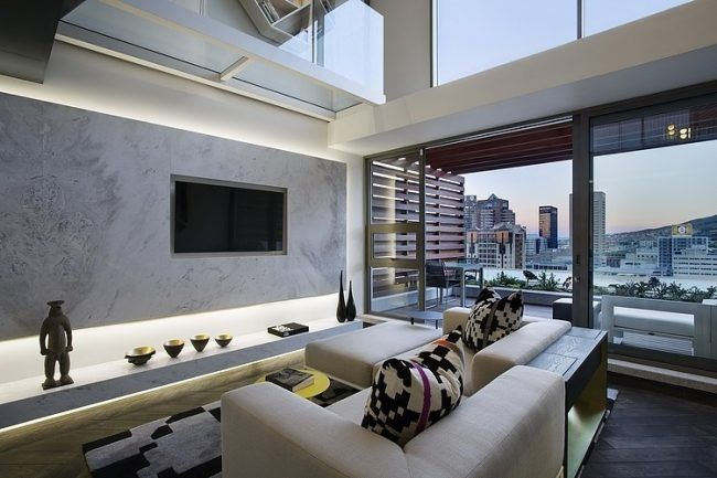 Wohnzimmer in Grau -eckcouch-modern-indirekte-beleuchtung-kissen - wohnzimmer modern schwarz weis