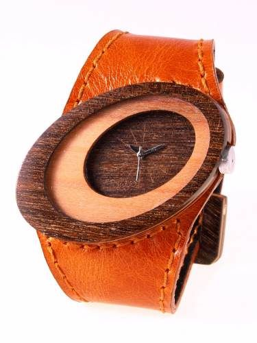 Reloj de pulso en madera, Mujer, marca Maguaco RM010. Maderas: Ebano Sinuano y Carreto Guajiro. $170.000 COP