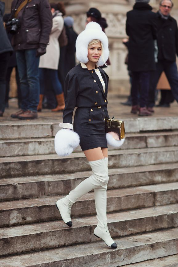 Parisienne: FLAT BOOTS