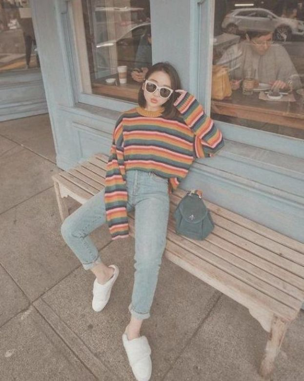 7 Tops To Wear With Mom Jeans You'll Love; #MomJeans #RetroStyle