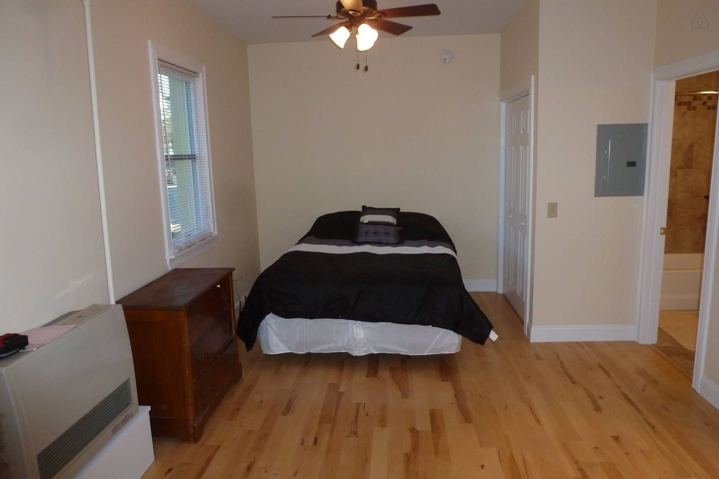 1 bedroom loft apartment  Studio Apartment  Great location  vacation rental in Burlington