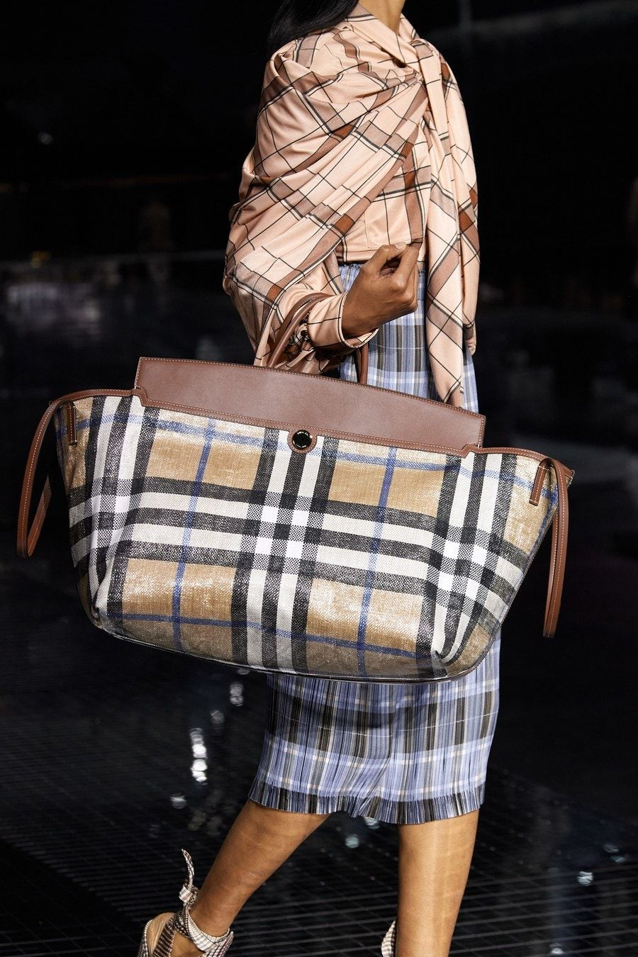 Burberry Fall 2020 Ready To Wear Fashion Show Fashion Bags Burberry