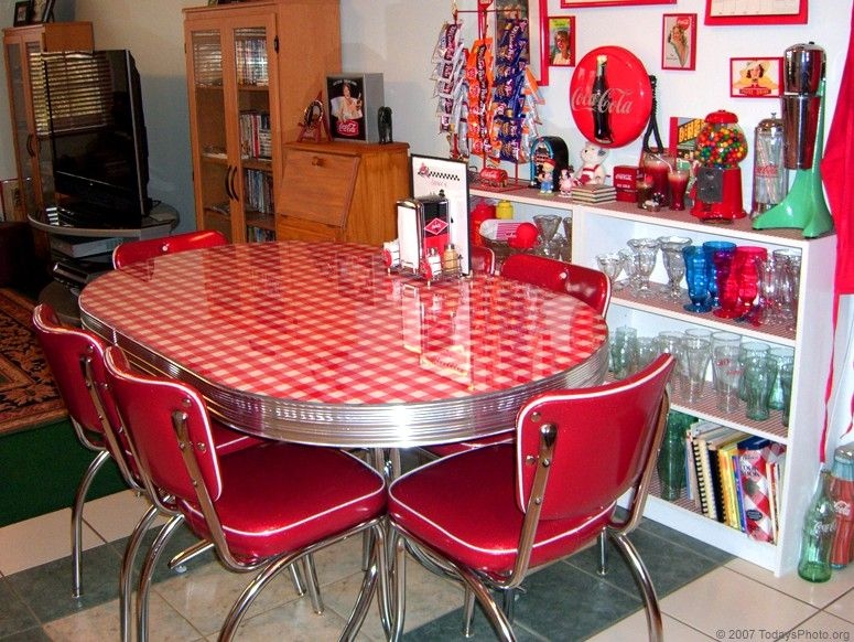 Tonnie S Vintage 1950 S Era Diner Table Vintage Kitchen Table