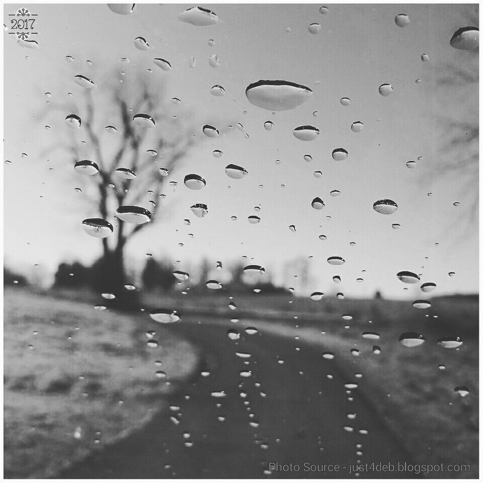 He drove, I shot. . . . #moonfilter #tbt #throwbackthursday #wateronwindow #rain #raindrops #windshield #driveway #driving #mydriveway #howevalley #kentucky #samsungcameraphone