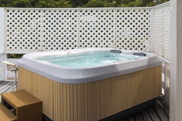 How to Raise the Alkalinity in a Hot Tub Without Chemicals ...